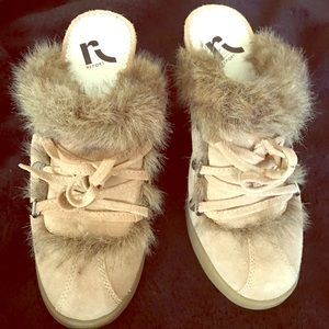 Women's Size 7 1/2 Roxy Heels Fur Trimmed EUC